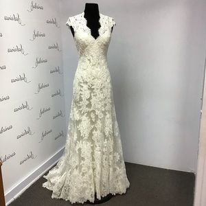 Allure 2455 Ivory size 6 wedding gown